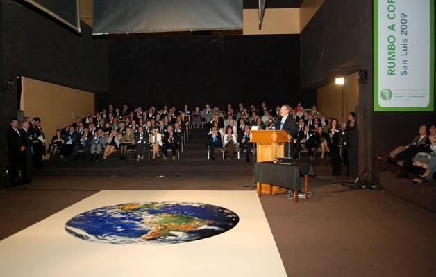 Al Gore, el ex vicepresidente de Estados Unidos, visitó San Luis, para dar una conferencia sobre el cambio climático.