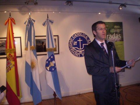 """""""Miradas en el Camino de Santiago"""". Xacobeo 2010. Un camino rico, denso e inmenso; un camino simbólico que nos a lleva Galicia y al Xacobeo 2010."""