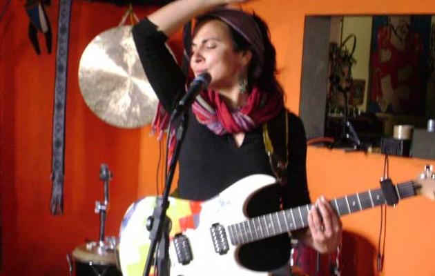 Entrevista a Natalia Simoncini, la cantante que recupera los cantos tradicionales de los pueblos originarios.