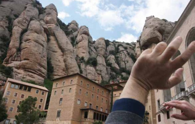 'Universos Co Habitados en el Monasterio de Montserrat'  en el Casal de Catalunya.
