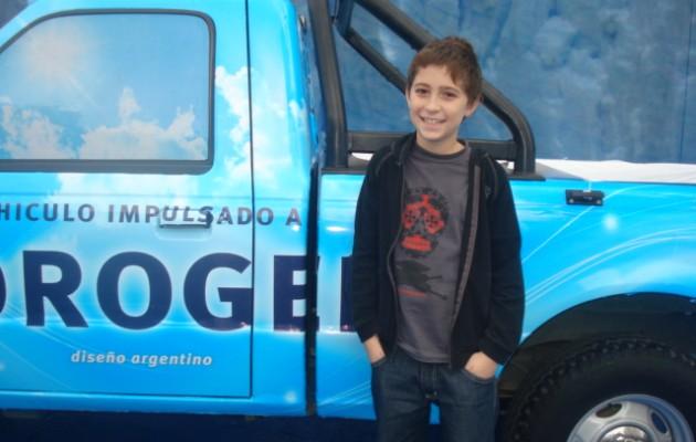 En la película 4 3 2 UNO, Román Capurro es el niño protagonista