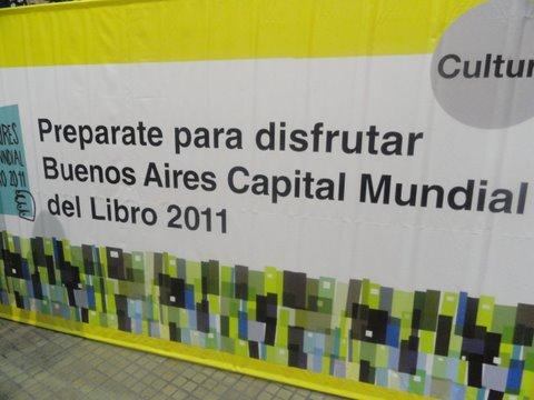 La torre de Babel de Libros se inaugura en Plaza San Martín
