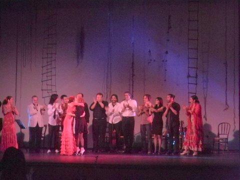 Saludo final del elenco de Atlántico Flamenco
