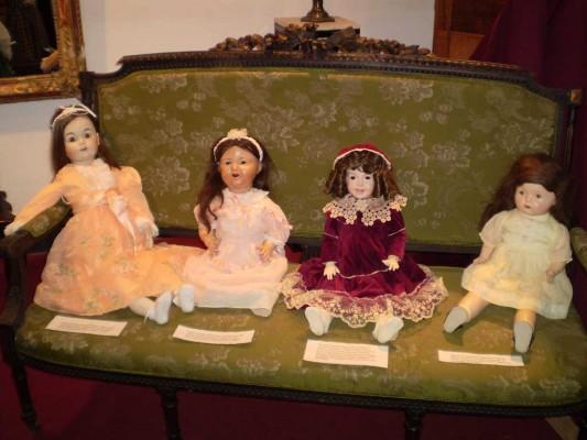 Sala principal, muñecas francesas y alemanas