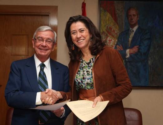 La presidenta de Paradores de Turismo, Ángeles Alarcó y el presidente de la Real Academia de Gastronomía, Rafael Ansón