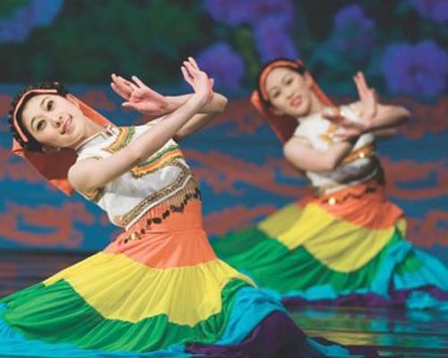 Shen Yun la compañía de danza china inició su gira mundial en la calle Corrientes