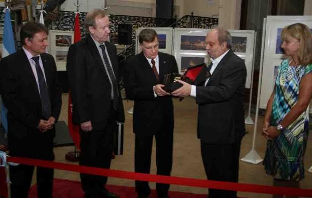 """""""San Petesburgo"""" La ciudad de las noches blancas se inauguró en la Casa de la Cultura"""
