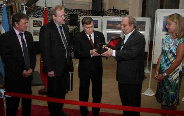 «San Petesburgo» La ciudad de las noches blancas se inauguró en la Casa de la Cultura