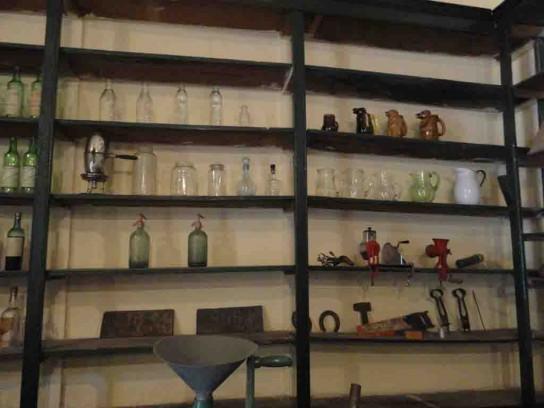 Casa de Pepa. Botellas y jarras
