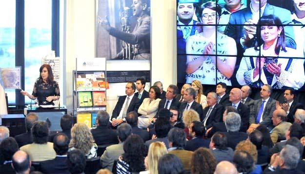 Cristina Kirchner entregó aportes a escuelas técnicas de San Luis