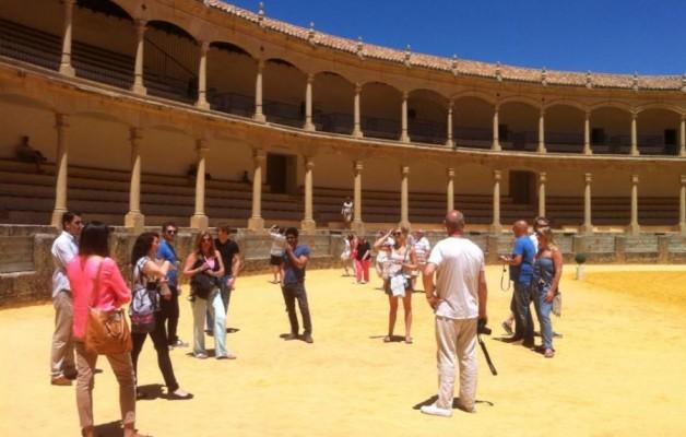 Málaga, en la Costa del Sol, seduce al turista y se baña en las aguas del Mediterráneo
