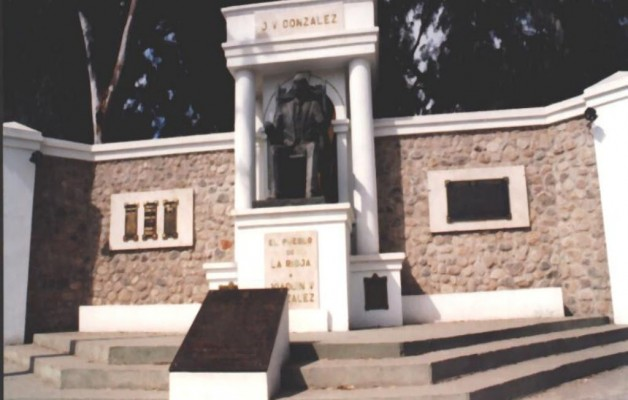 """El seminario """"Sobre tumbas y héroes"""" se dictará en el Centro Universitario de Estudios"""