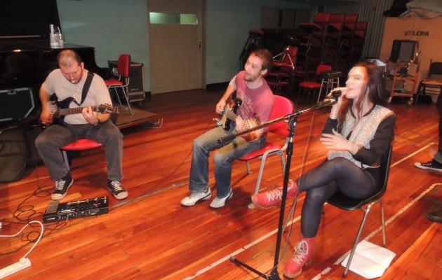 """Sofía Schiaffino canta en el recital para chicos """"María Elena Rock, en concierto"""""""