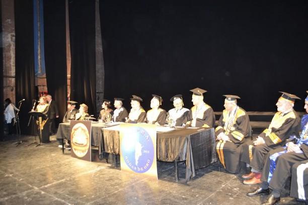 Autoridades de la DGEGP (Dirección General de Educación de Gestión Privada). En el micrófono su directora, la Lic. Beatriz Jáuregui, que inauguró la ceremonia.