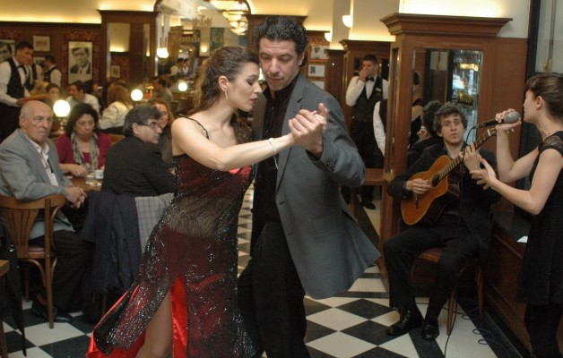 El tradicional Café London abrió nuevamente sus puertas al público