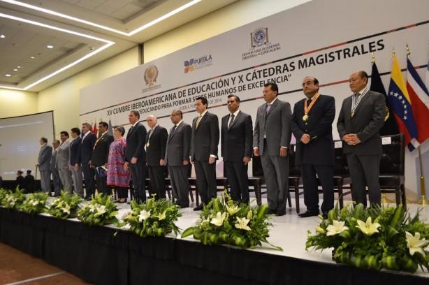 Autoridades gubernamentales de Puebla (México) y los presidentes de las distintas Asociaciones iberoamericanas dan comienzo a la XV Cumbre de Educación Mundial
