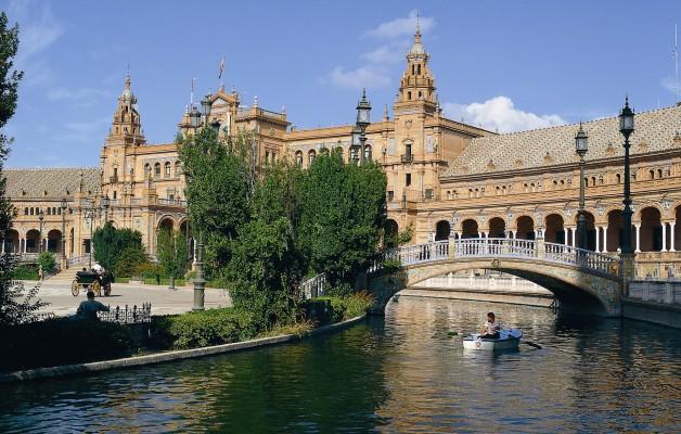 Sevilla y el encanto de los paseos por sus parques y jardines