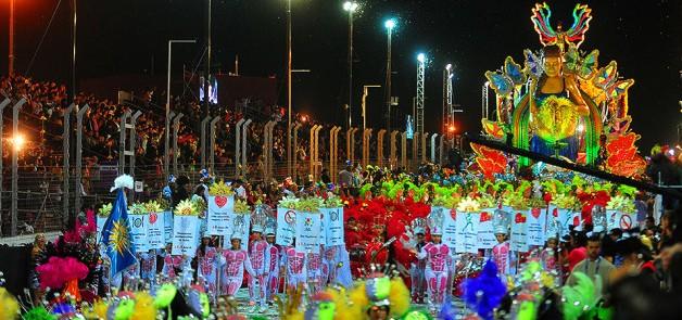 """En el Carnaval de Río en San Luis, la alegoría  """"Actitud Saludable"""", expresó el cuidado del medioambiente"""