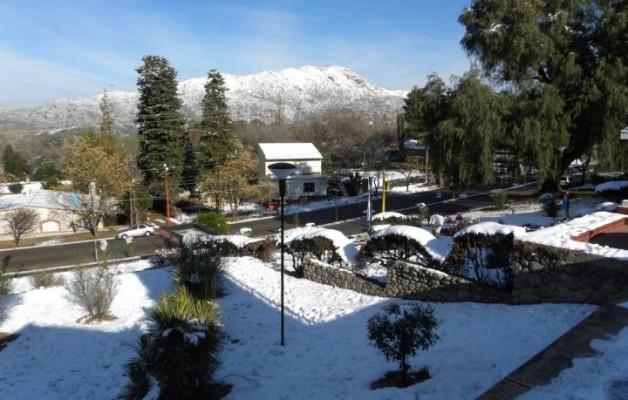 Potrero de los Funes amaneció cubierto de nieve