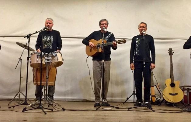 La Dirección Nacional de Artes, presenta Del Plata, grupo vocal
