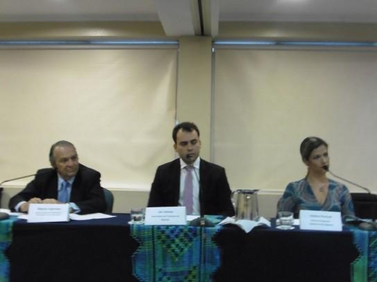 Alberto Fajerman, directivo de GOL, Jair Galvao, Secretario de Turismo Maceió y Helena Pontual, Asesora Especial del Gobierno de Alagoas