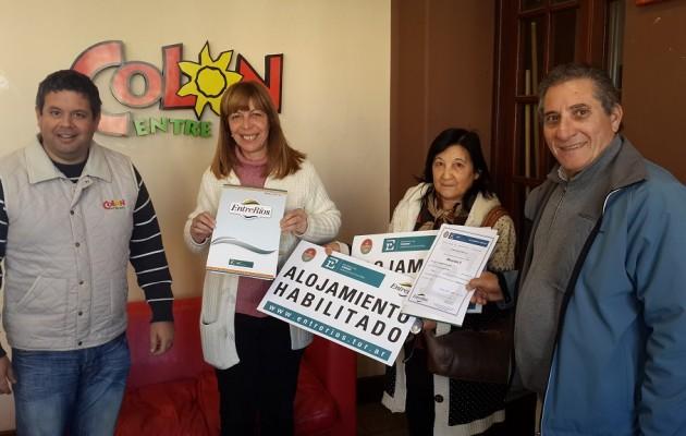 El Ministerio de Turismo de Entre Ríos, entregó habilitaciones de alojamientos turísticos en Colón