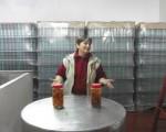Olga Bard fabrica un licor artesanal con la receta de su abuelo