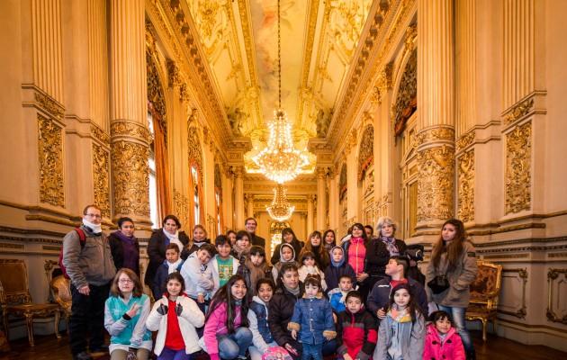 Alumnos del programa Arte en Barrios visitaron por primera vez el Teatro Colón