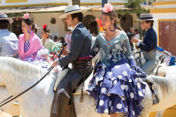 Pareja a caballo en la feria de abril, España