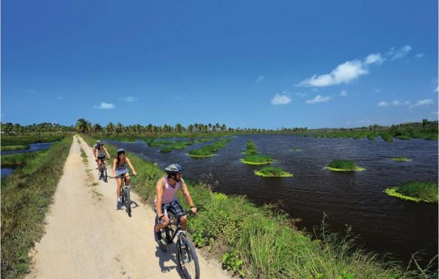 Porto de Galinhas cuenta con senderos para recorrer en bicicleta