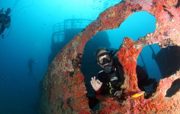 El buceo en Porto de Galinhas permite explorar buques hundidos