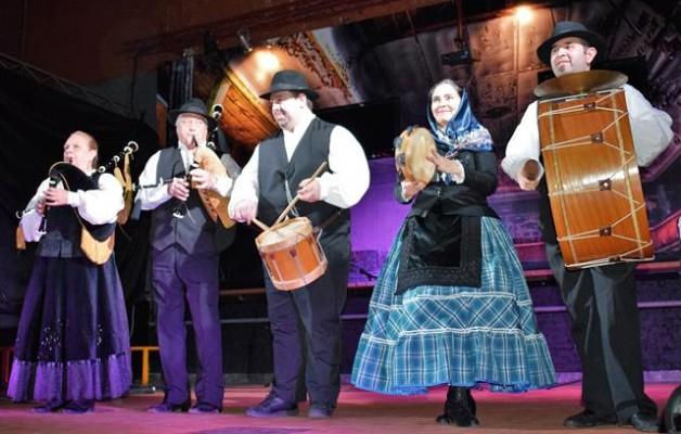 El mes de la galleguidad tuvo su gala de cierre en el Teatro Bambalinas