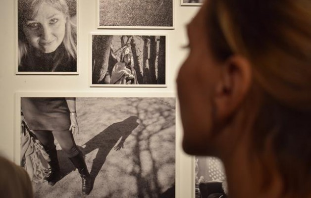 """""""Muy a pecho"""", la muestra que enfrenta los tabúes del cáncer de mama, en el MEGA"""