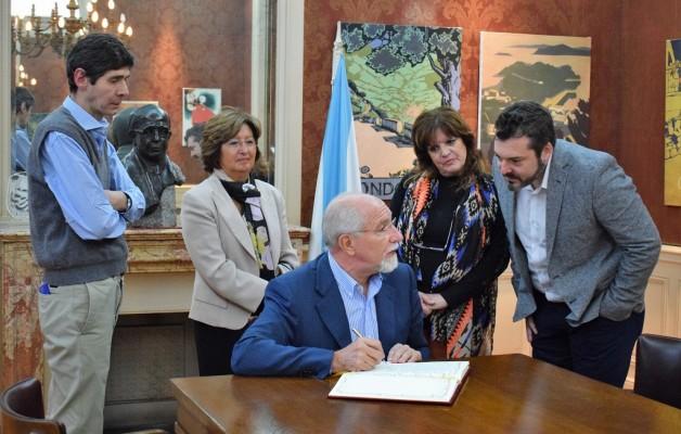 Don José Mira Lema, Consejero de Trabajo de España en Argentina visitó el Museo de la Emigración Gallega