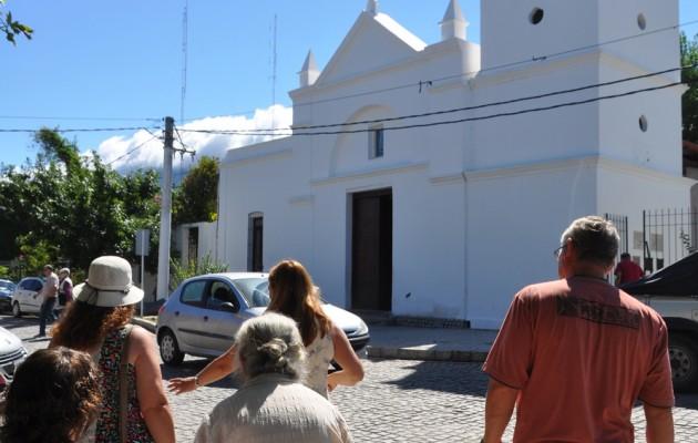 El destino Merlo ofrece una variante que el turista disfruta en los recorridos:  el circuito religioso.