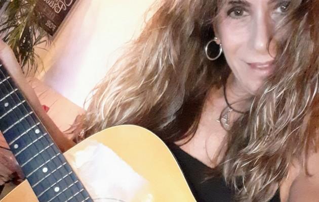Andrea Fichera, talento, pasión y energía al componer y cantar con el alma