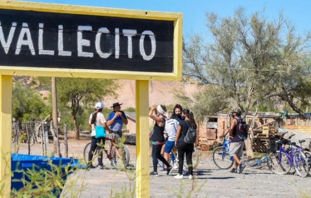 """""""Paseos en bicicleta"""", una propuesta turística que recorre el paraje de la Difunta Correa"""