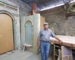 """Don Miguel Tejada, """"el artesano del pueblo"""", trabaja con pasión en la restauración del interior del Templo de Jáchal"""